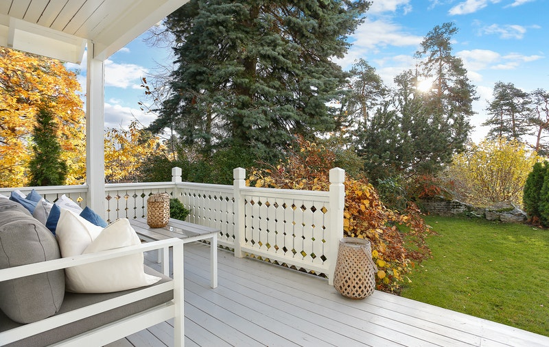 Overbygget sydvendt terrasse.