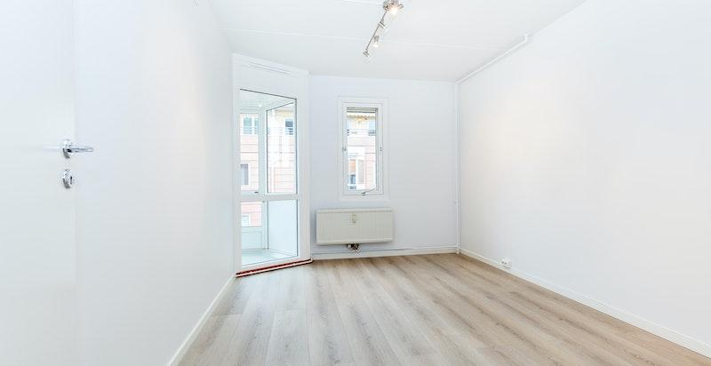 Soverom I. Begge soverommene har plass til dobbeltseng, garderobeløsning og annet ønsket møblement.