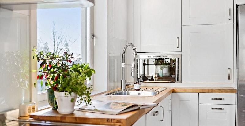 Kjøkkenet - godt med benkeplass
