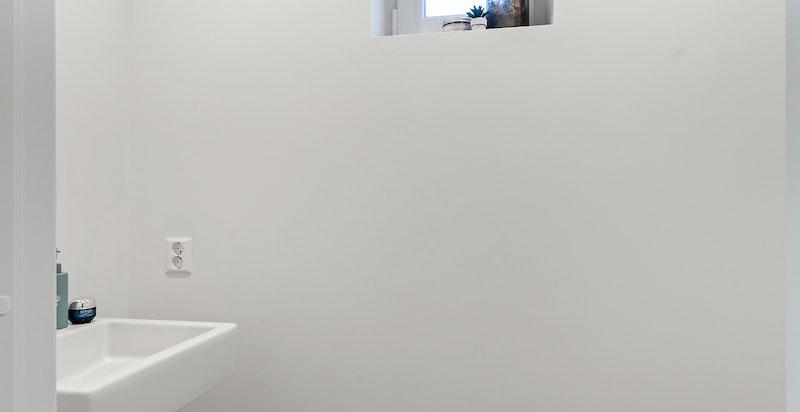 Toalett i tilknytning til garderoberommet i 1. etasje