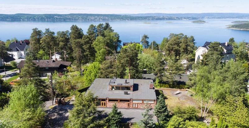 Boligen sett fra luften mot Oslofjorden