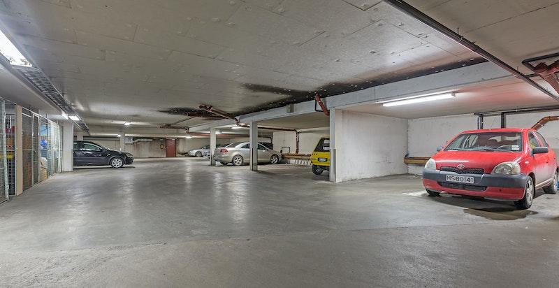 Det medfølger en garasjeplass i felles garasjekjeller - heis til leilighetens etasjeplan