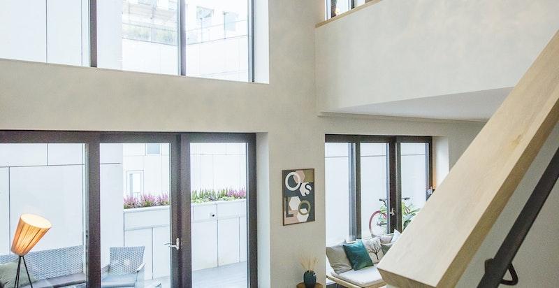 Stue og trapp opp til 3. etasje