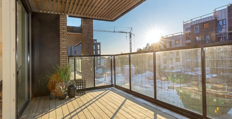 Velkommen til Kolbotn Hage! Ny 4-roms selveier med vestvendt balkong på 14 kvm, garasjeplass, heis og god standard. 2 bad og 3 soverom. Sentral og markanær beliggenhet.