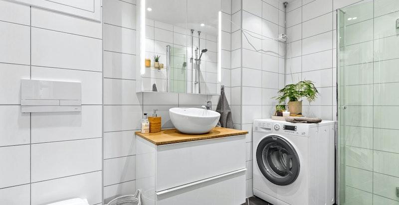 Delikat dusjbad med opplegg til vaskesøyle