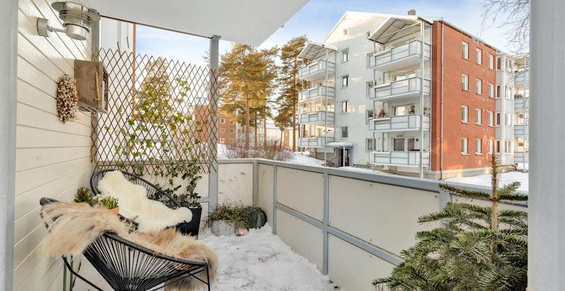 Stor overbygget balkong (ca. 12 kvm.)