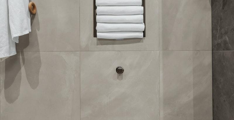 Vegghengt wc, nisjer til håndklær, skjult uttrekksap.......