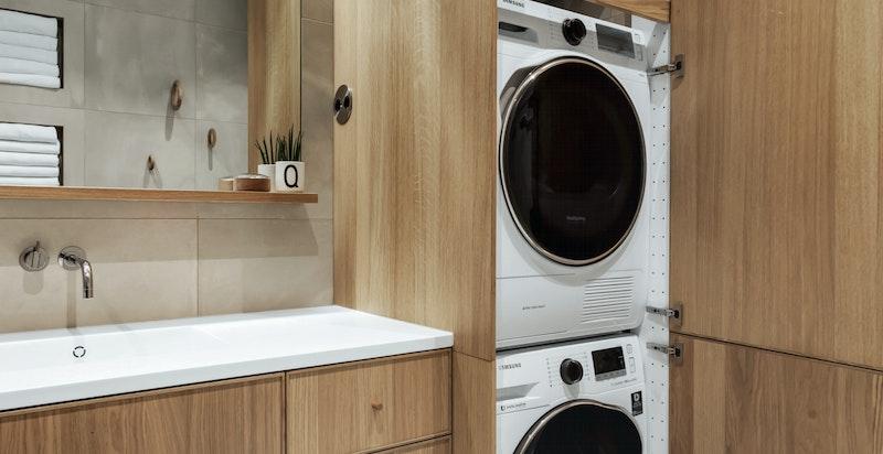 Vaskemaskin, tørketrommel og varmtvannsbereder/ekspresstank skjules elegant i høyskap
