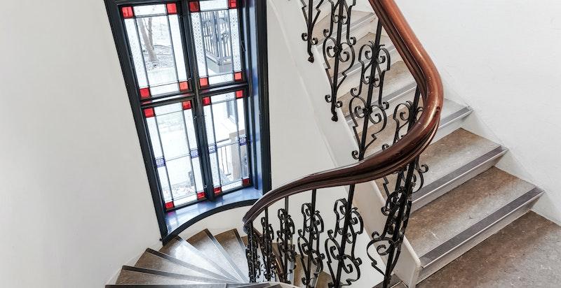 Lekre detaljer i trappehall