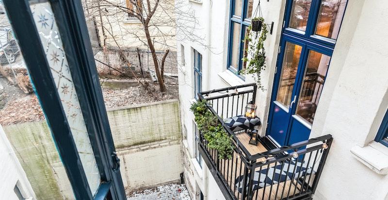 Den hyggelige balkongen gir et lunt og godt uteareal