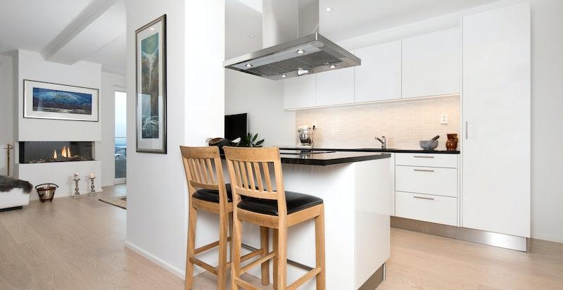Kjøkken beliggende med direkte adkomst fra stuen