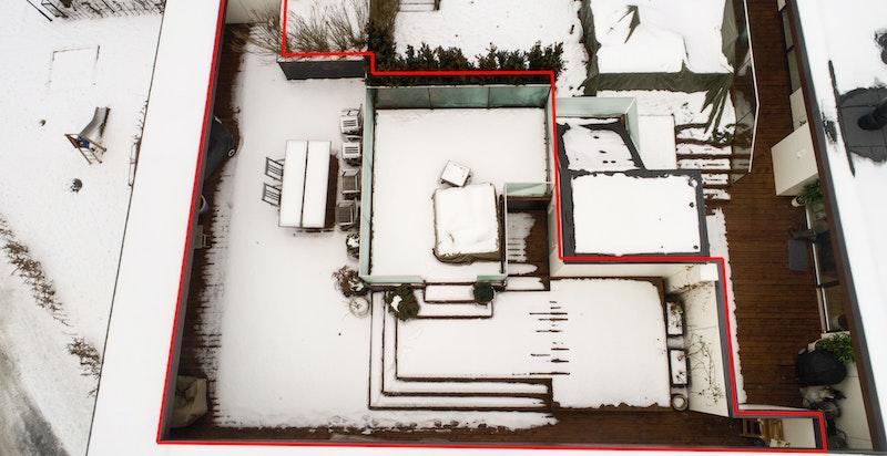 Venstre del av takterrassen tilhører denne leiligheten