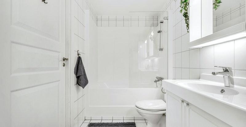Hovedbad med helstøpt badekar/dusjløsning
