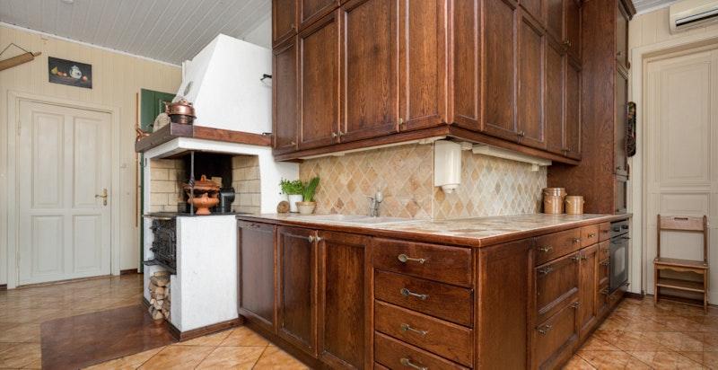 -Plassbygget kjøkken i heltre-