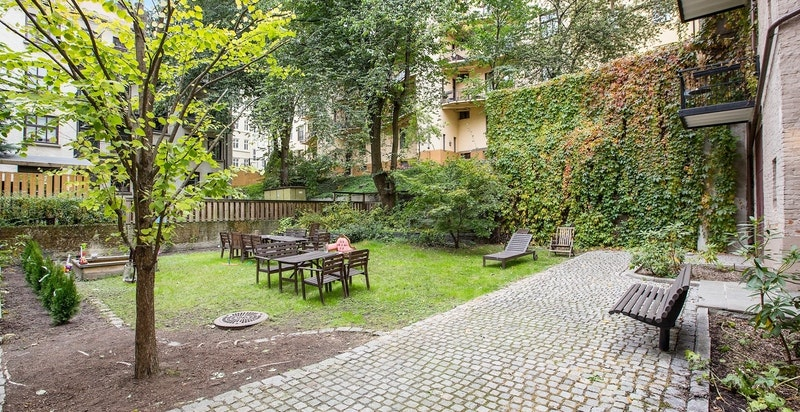 Sommerbilde bakgård - Bjerregaards gate 64 B