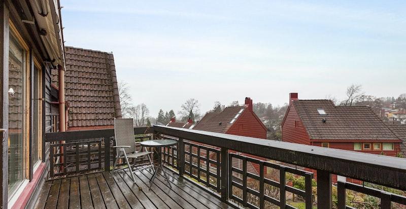 Vestvendt veranda med pent utsyn og gode solforhold