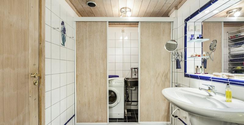 Opplegg for vaskemaskin og tørketrommel i nisje på bad