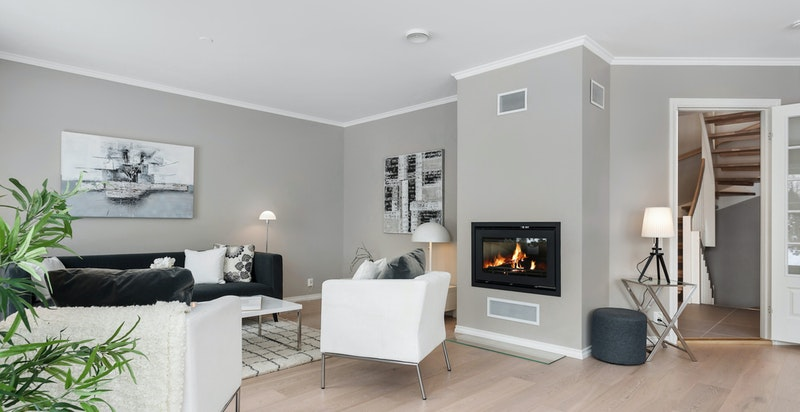 Stue med moderne peis