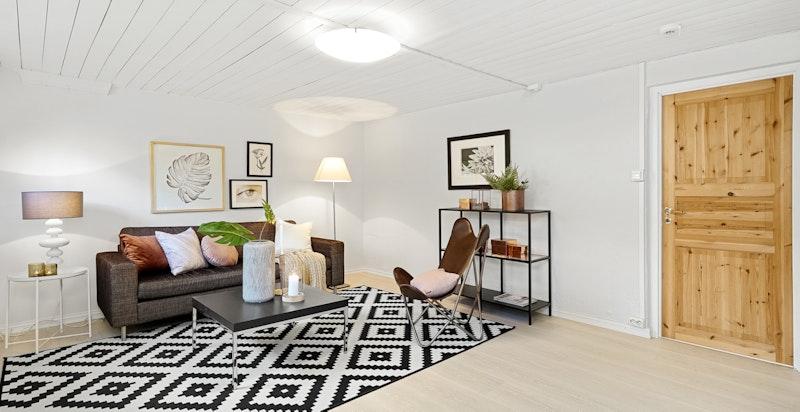 Kjellerstuen ble pusset opp i 2018 med varmefolie i gulv og malte vegger