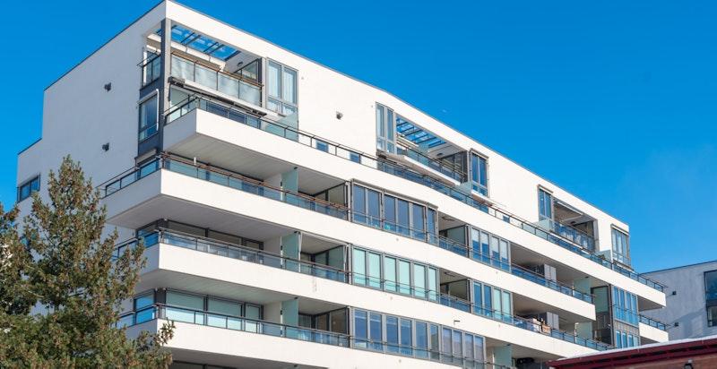 Leiligheten ligger i midten i øverste etasje i dette flotte bygget i Marienlyst Park