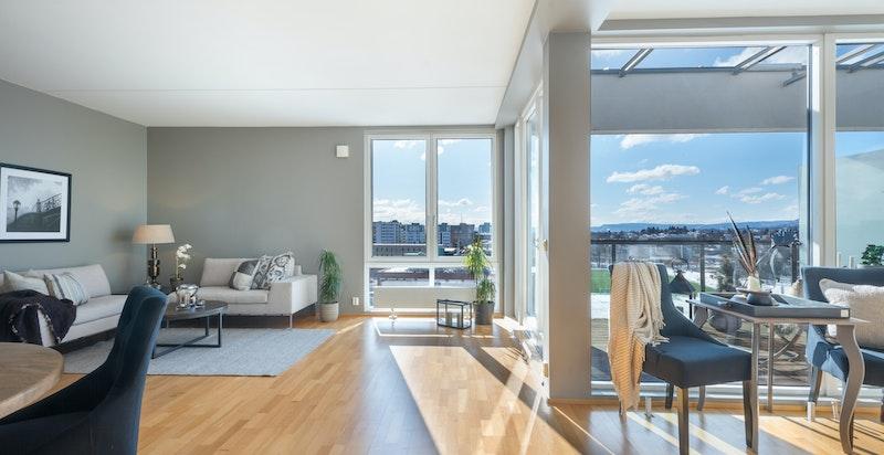 Nydelig utsikt fra stue, kjøkken og terrasse