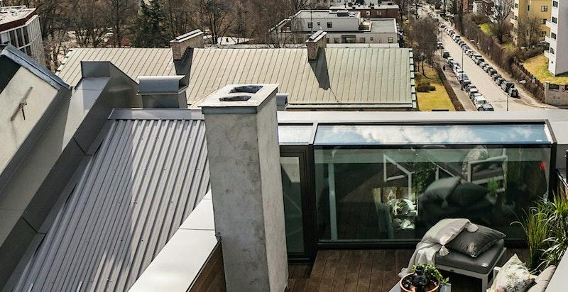 Privat takterrasse på 13 m² med god plass til møblering