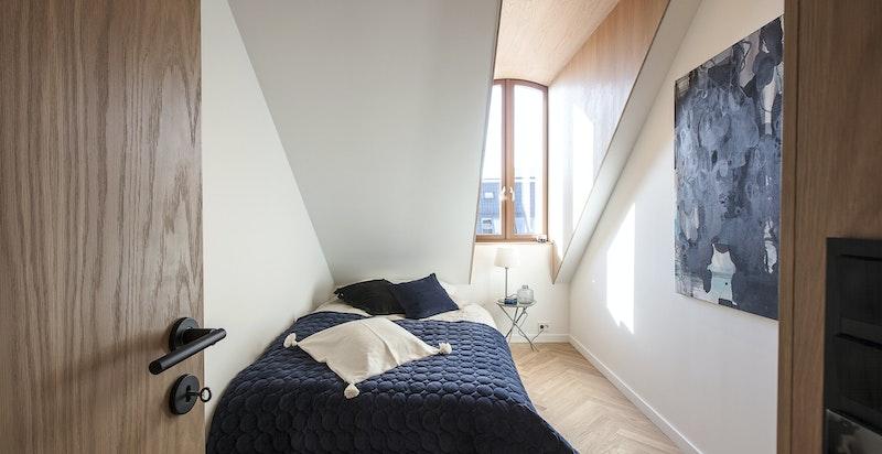 Soverom 2 med integrert garderobe og plass til dobbeltseng