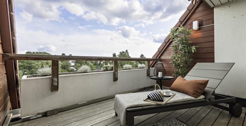Utgang til solrik terrasse fra mastersuite