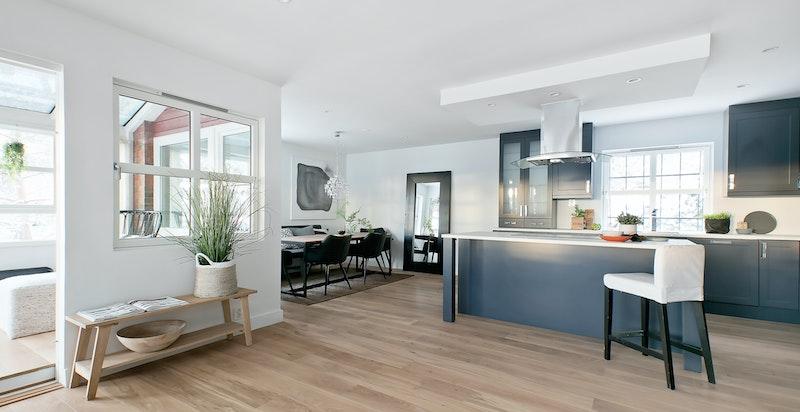 Åpen stue- og kjøkkenløsning sikrer optimal utnyttelse av arealet og luftig romfølelse