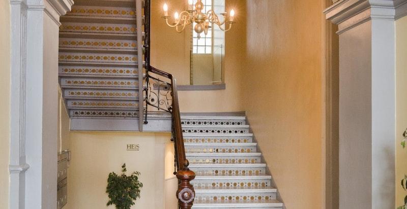 Klassisk og velholdt oppgang