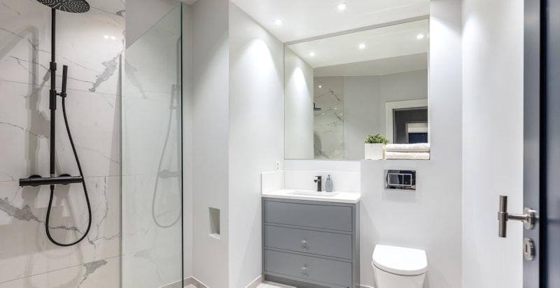 Lekkert gjestebad, praktisk beliggende ved hall