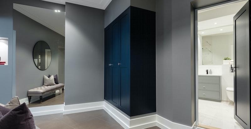 Entré/hall med varmematter og garderobeskap