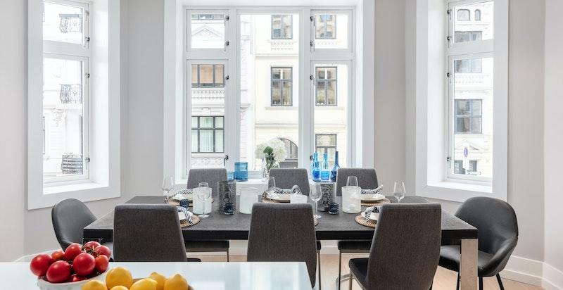 Karnapp med god lysforhold og mulighet for stort spisebord