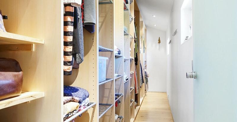 Garderobe til hovedsoverom