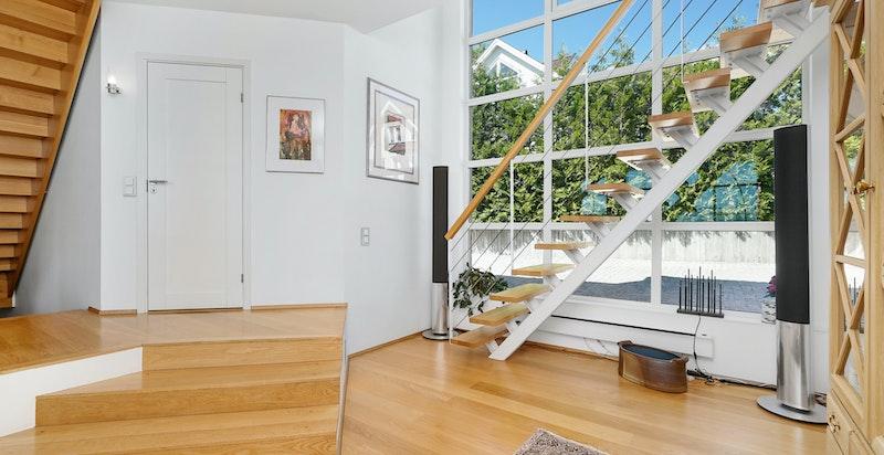 Trapp fra stuen til kontor
