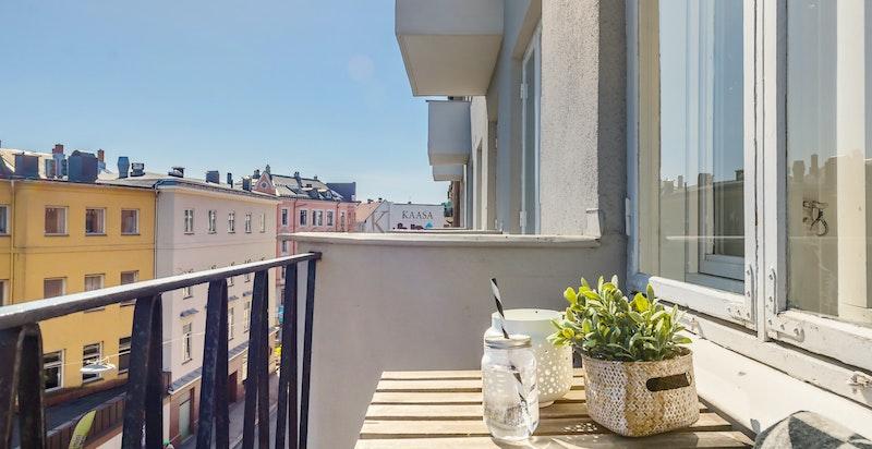 Leiligheten har to balkonger, en med morgen- og en med kveldssol.
