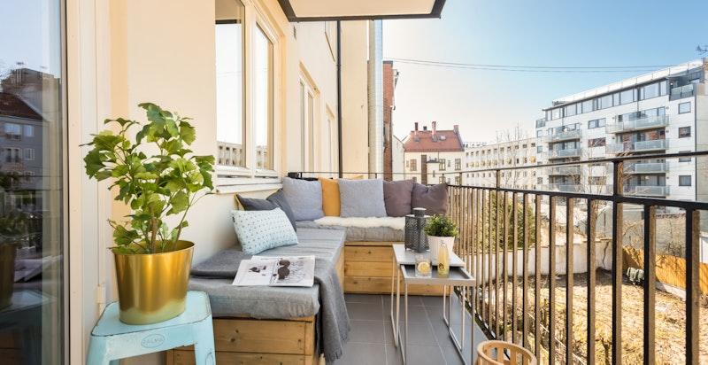 Dette er en stor 3-roms aksjeleilighet med to solrike balkonger