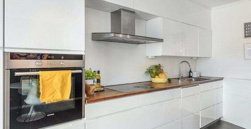 Moderne og tidsriktig kjøkkeninnredning.