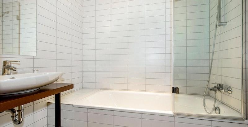 Bad 2 med badekar