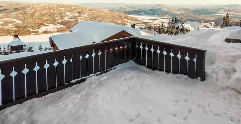 Utsikt fra terrassen ned mot Krøderen