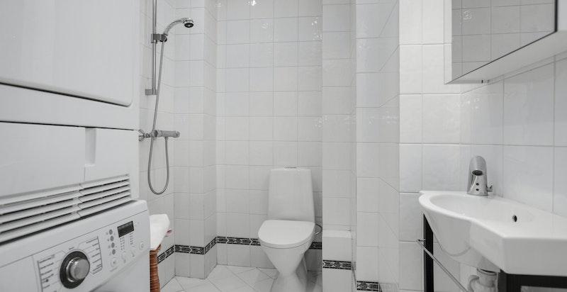 Bad/wc 2 har også opplegg for vask-/tørk