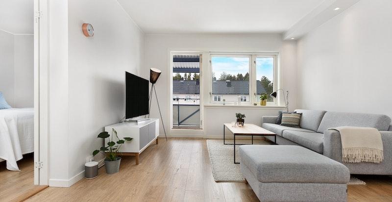 Stue med utgang til solrik og vestvendt balkong på ca. 7 kvm