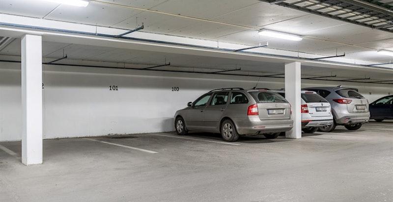 Garasjeplass nr. 101 medfølger