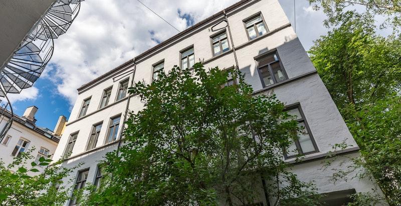 Fasade fra bakgård (mot soverom).