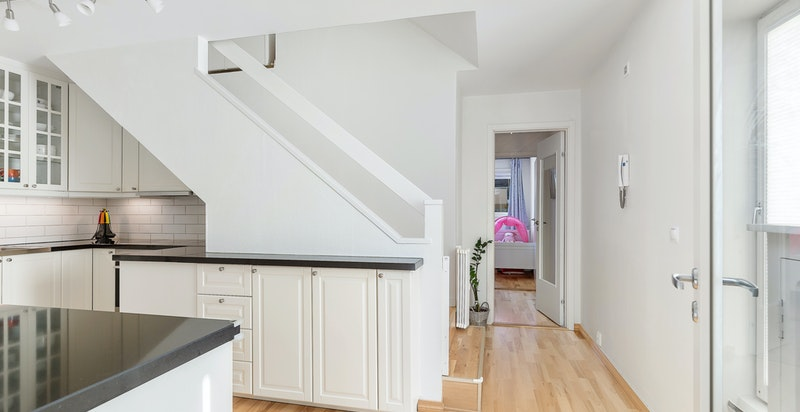 Trappegang bak kjøkken til øvre plan