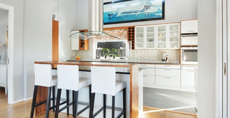 Kvänum kjøkkeninnredning med øy