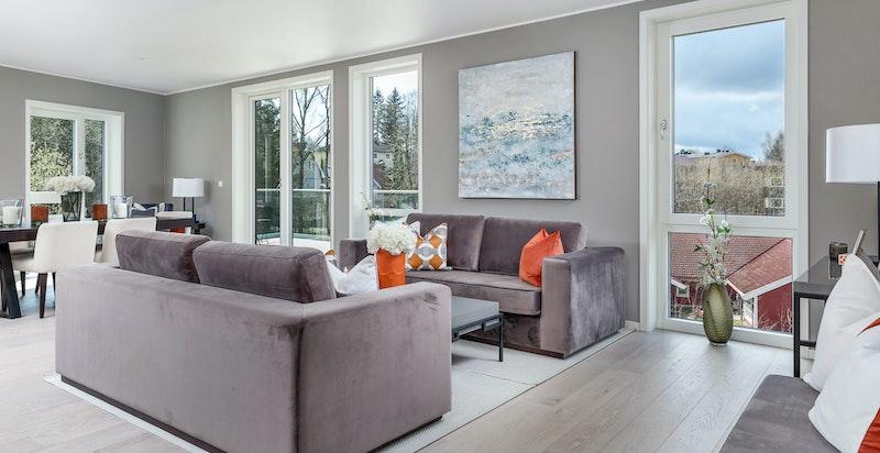Lys og luftig stue med utgang til vestvendt balkong