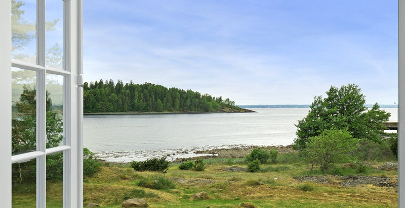 Terrassedør med vidstrakt utsikt mot Kollen og Oslofjorden