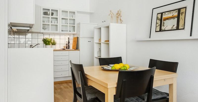 Åpent kjøkken med spiseplass