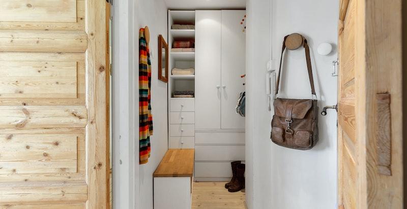 Godt med lagring i garderobedel
